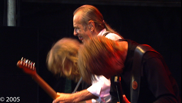STATUS QUO ROCKING GUILFEST 2005 B