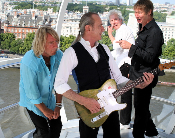 STATUS QUO LONDON EYE Rick crouches